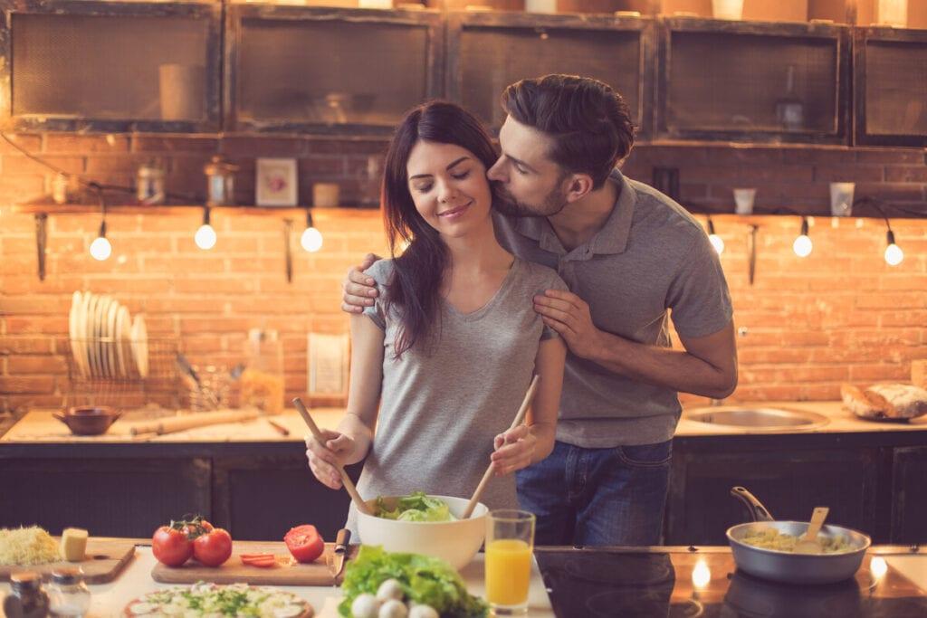 pár a konyhában